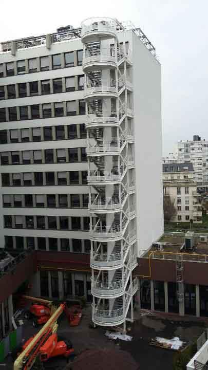 Cage d escalier exterieur escalier de secours with cage d for Norme escalier exterieur